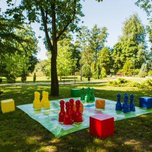 Figury plastikowe do chińczyka plenerowego / ogrodowego (wysokość pionka 92 cm)