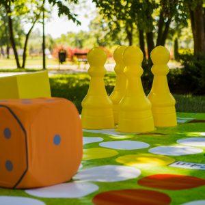 Kostka do gry w chińczyka plenerowego / ogrodowego